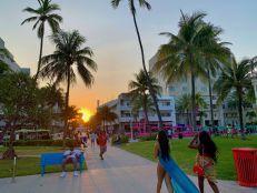 Coucher de soleil sur Ocean Drive à South Beach, Miami Beach