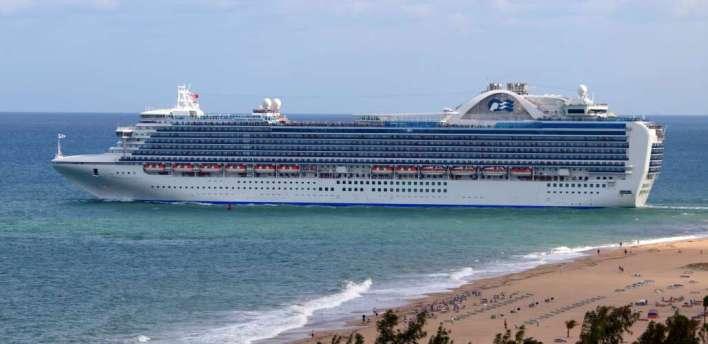 """Vous cherchez le parfait petit """"love boat"""" pour une croisière romantique ? Cette photo : le Crown Princess quittant Fort Lauderdale en Floride."""