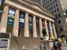 La statue de Washington devant la Réserve Fédérale à Wall Street