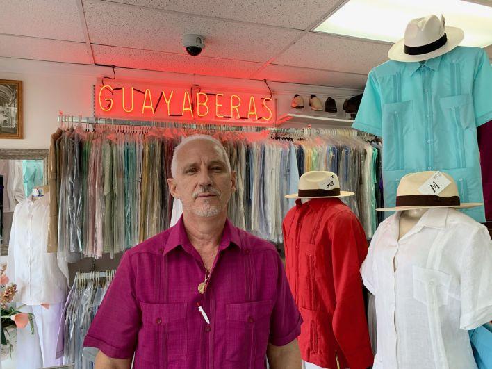 "Pepe, à sa boutique de guayaberas ""Pepe y Berta"" à Miami"
