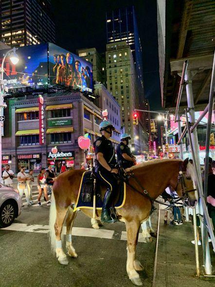 La police montée près de Times Square à New-York