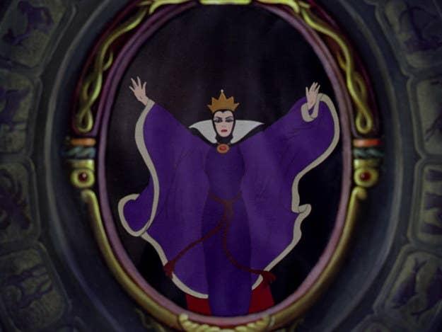 """""""Miroir mon beau miroir"""" : la méchante reine, aussi, se laissait abuser par sa propre image (dans Blanche Neige de Disney)"""