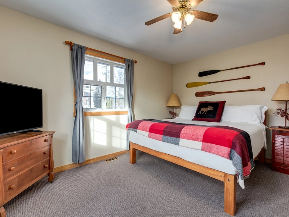 Deluxe King Suite at the Courthouse Inn in Revelstoke, BC