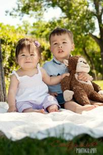 Regina Family Photographer - Sum Family - Kids with Stuffed Animal