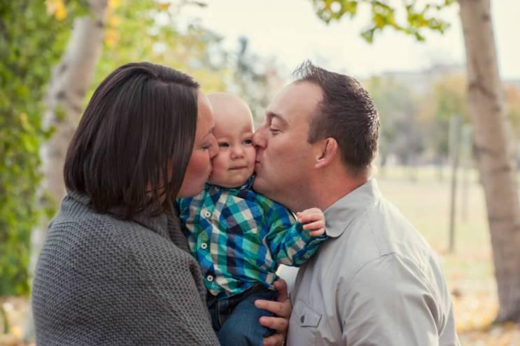 Regina Family Photographer - Astrope Family - Sandwich Kiss