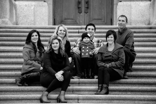 Regina Family Photographe - Laczko Family - Legislative Stairs