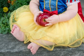 Evelyn is one - Snow White - Apple