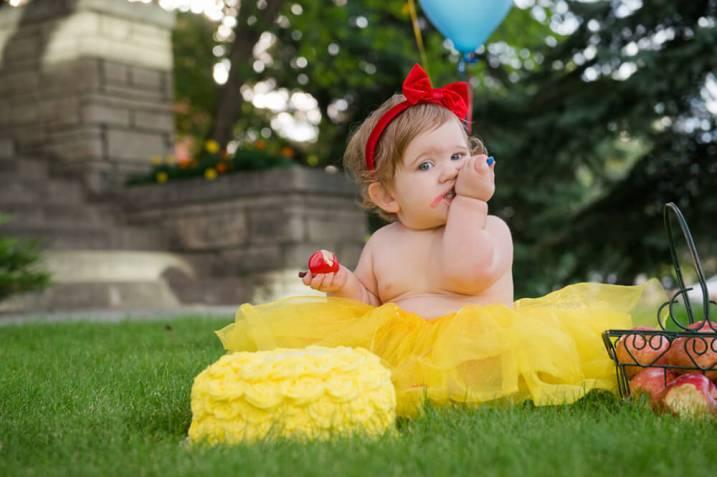 Evelyn is one - Regina Cake smash - Family photography