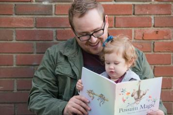 Reading Possum Magic at Regina Family photography session in Wascana Park