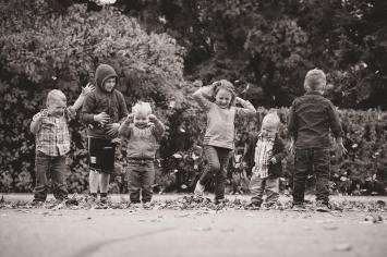 Liske cousins having fun with leaves in Waldheim