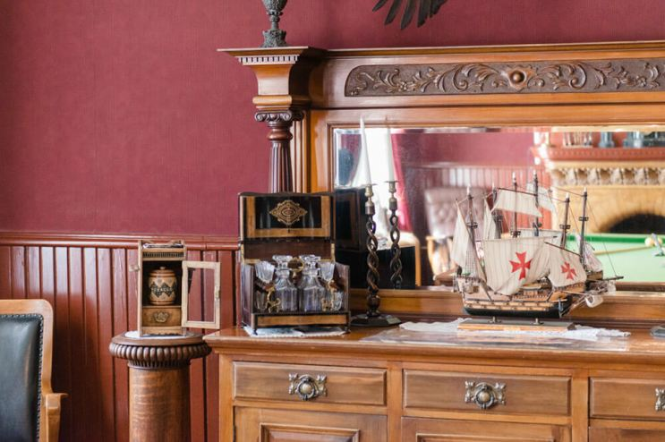 Regina Family Photographer - Government House - Billiard Room