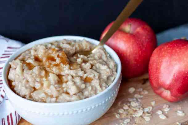 vegan apple cinnamon oatmeal