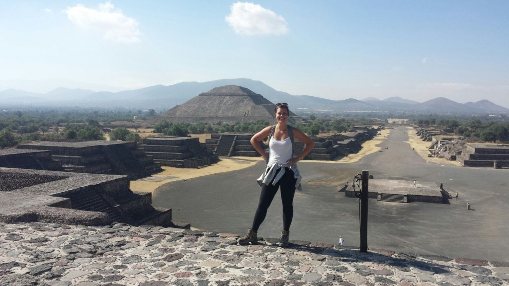 travel for free   travel blogger in Teotihuacan, Mexico   courtneytheexplorer.com
