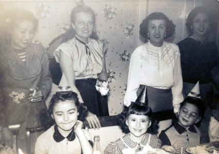 Back row: Marcia Kerstman Landes is second from right, front row: Joel Landes is on right (via Joel Landes)
