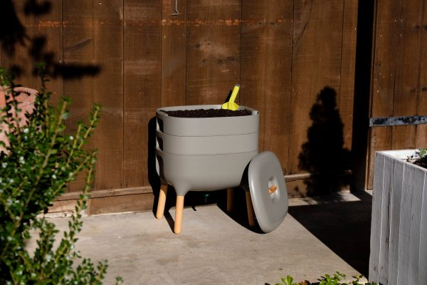 urbalive worm bin outside