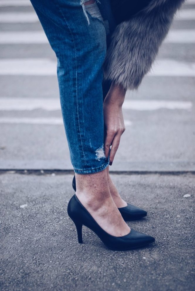 Black pumps, distrssed jeans by Andreea Birsan