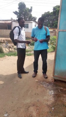 David giving a tract to a man
