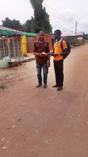 David giving tract to a man on the road