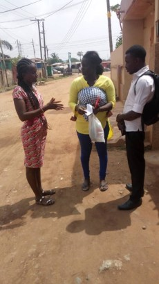 Team witnessing to a woman