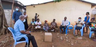E/R: John Dramani Mahama interacts with New Powmu community
