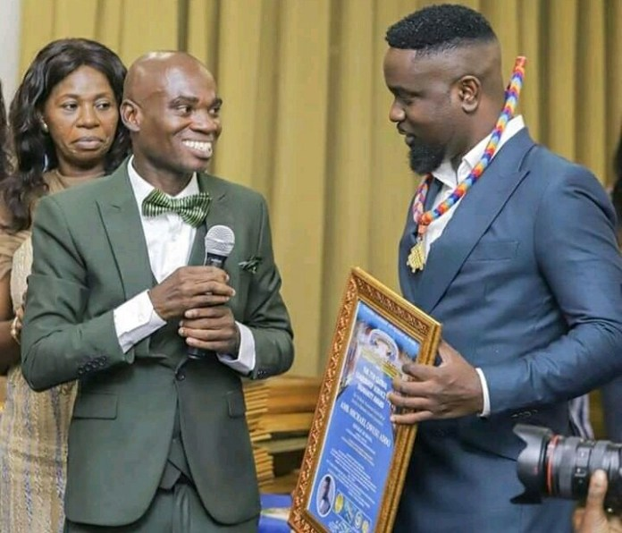Dr Foudjour popularly known as Dr UN awards Sarkodie
