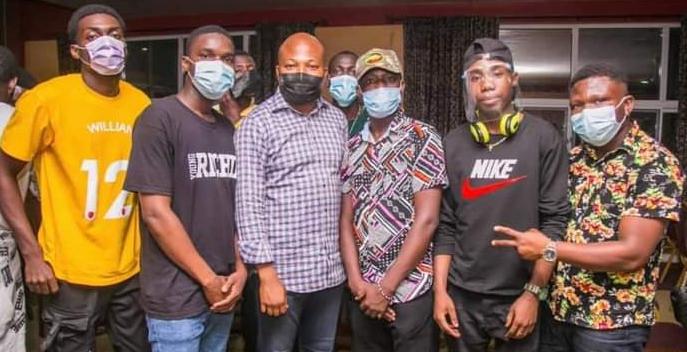 Samuel Okudzeto Ablakwa with some artistes