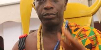 Akpakulolo Adzimah enstool as Togbe Kwasinyi Agyemang V, Dufia of Mafi Adidome