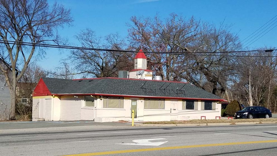 Restaurant building seen from across Route 1
