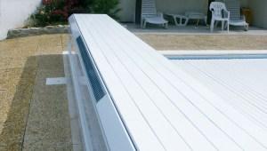 volet de piscine à moteur solaire + coffrage