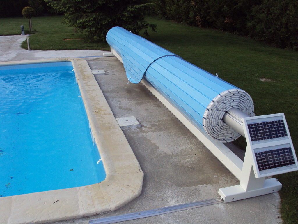 Volet de piscine mobile protection de piscine amovible for Rideau pour piscine