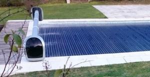 volet de piscine avec alimentation solaire + lames solaires (chauffantes) en polycarbonate
