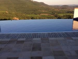 Débordement piscine en bout de bassin