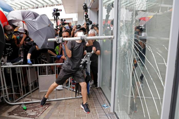 PHOTOS: Hong Kong protestors break into legislative building | PBS NewsHour