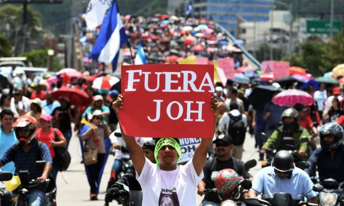 Honduras protesters calling on president to quit clash with riot police | Honduras | The Guardian