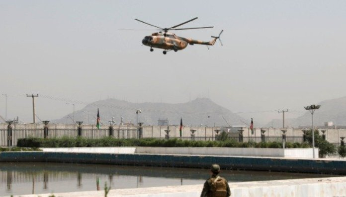 A military helicopter carrying Afghan President Ashraf Ghani prepares to land near the parliament in Kabul, Afghanistan August 2, 2021. REUTERS/Stringer.
