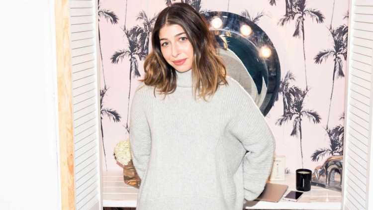 Apa kata pakar gaya mengenai baju kerja yang pas: Stephanie Mark.