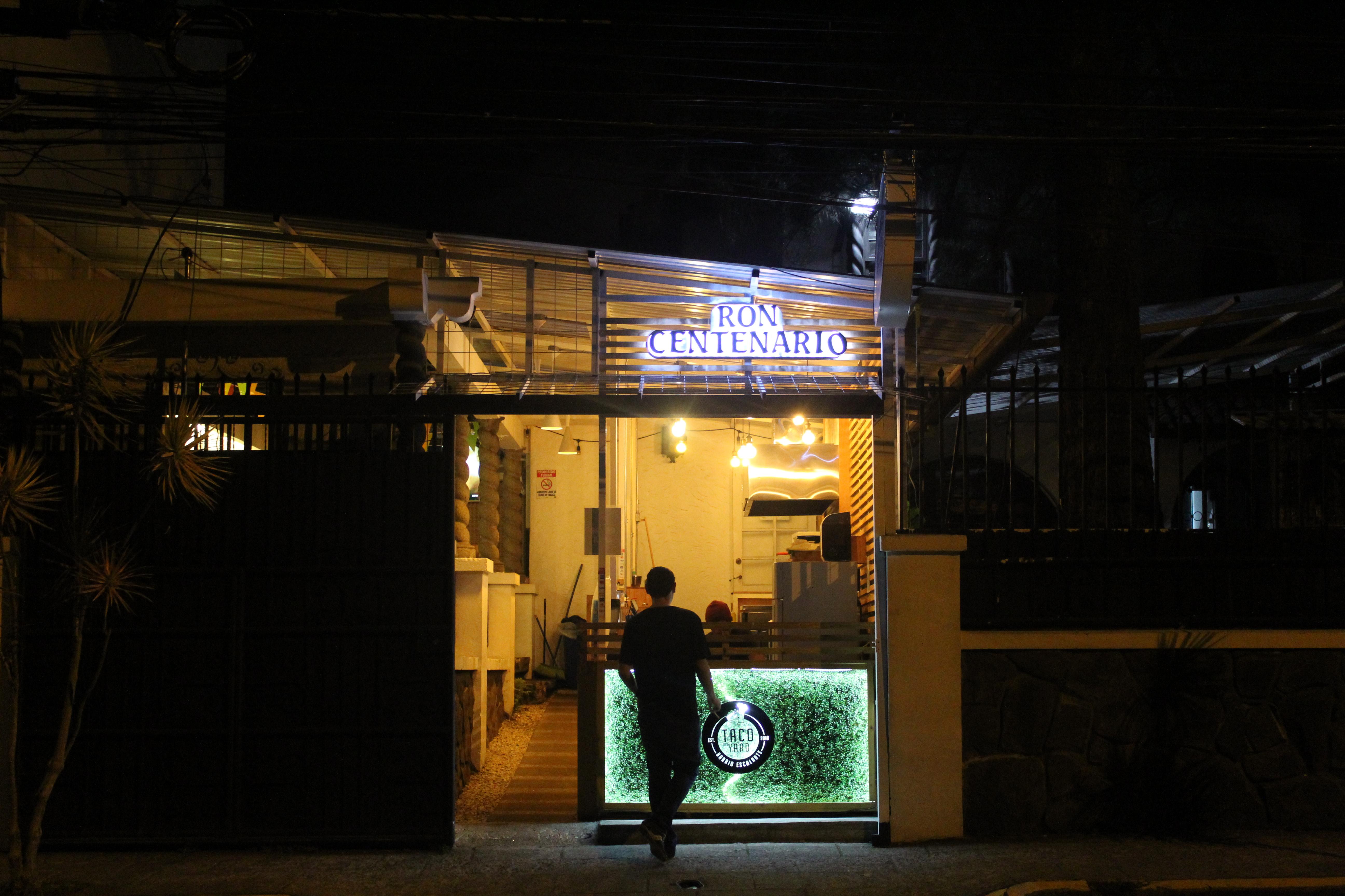 Taco Yard era uno de los pocos restaurantes abiertos un viernes por la noche en Barrio Escalante, San José. | Elizabeth Marie Lang Oreamuno | COVIDA |