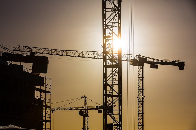 Le chantier des Capucins - Les grues au matin - Agrandir l'image, .JPG 114Ko (fenêtre modale)