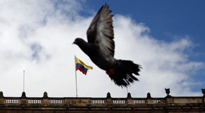 Colombia, entre la guerra y la paz – Por Eloy Torres