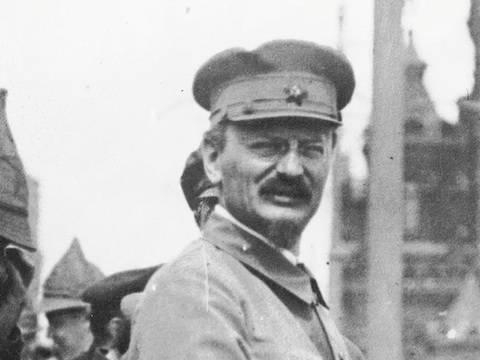 Reflexiones en torno al Centenario de la Revolución rusa (I): Trotsky, revolución y terror comunista – Por Eloy Torres