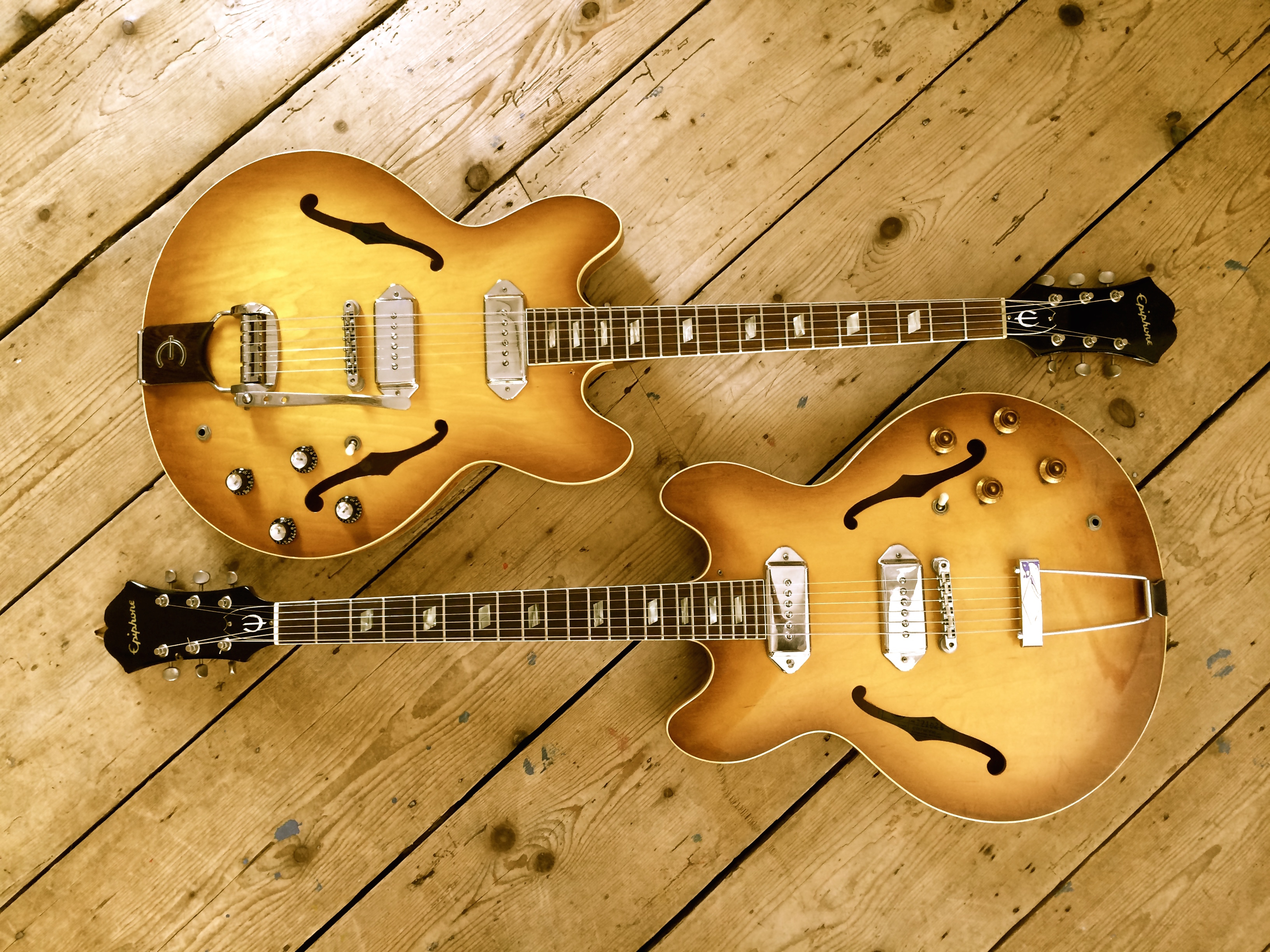 epiphone casino 1966 sunburst & 1967 <br>  here are 2 beautiful tea burst casinos... one from 1966 the other 1967 with vibrato....the 67 is sold... to paul weller