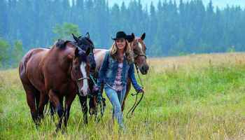 amber marshall heartland horses cw cbc tv show cowgirl magazine