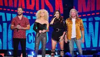 cmt music awards 2019 little big town cowgirl magazine
