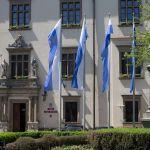 Flagi i chorągiewki będą rozdawać mieszkańcom