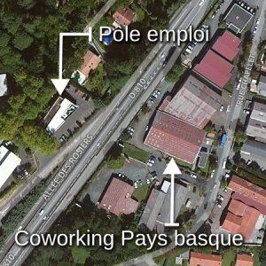 Carte : Pôle emploi et Coworking Pays basque de chaque côté de la route