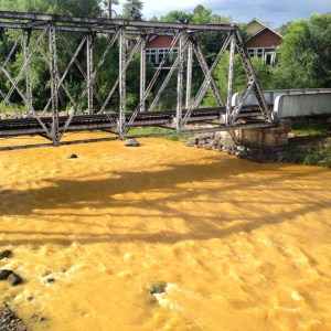 The Animas flows orange through Durango on Aug. 7, 2015, two days after the Gold King Mine spill. (Photo by Esmé Cadiente   www.terraprojectdiaries.com)