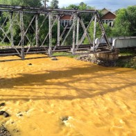 The Animas flows orange through Durango on Aug. 7, 2015, two days after the Gold King Mine spill. (Photo by Esm Cadiente www.terraprojectdiaries.com)