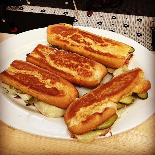 COMER COM OS OLHOS, RECEITA – Aprenda a fazer o famoso sanduíche cubano