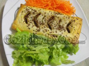 Folhado com recheio de carne e legumes
