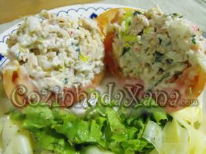 Tomate recheado com arroz e delícias do mar